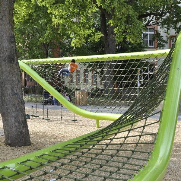 wiesbaden-sculpturalplayground-playequipment-custom-corocord-loops-green1