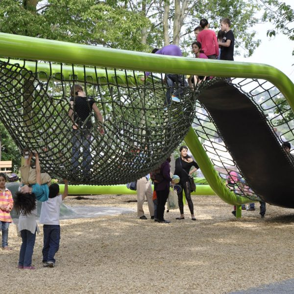 wiesbaden-sculpturalplayground-playequipment-custom-corocord-loops-slide