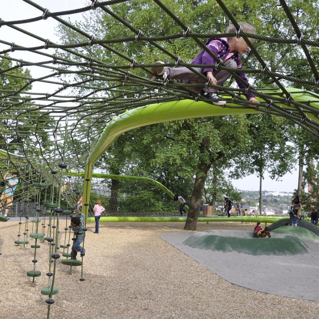 Sculptural Playground, Schulberg